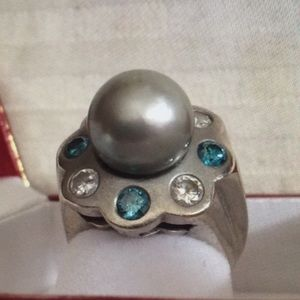 Jewelry - EUC 14k white gold pearl and diamond ring